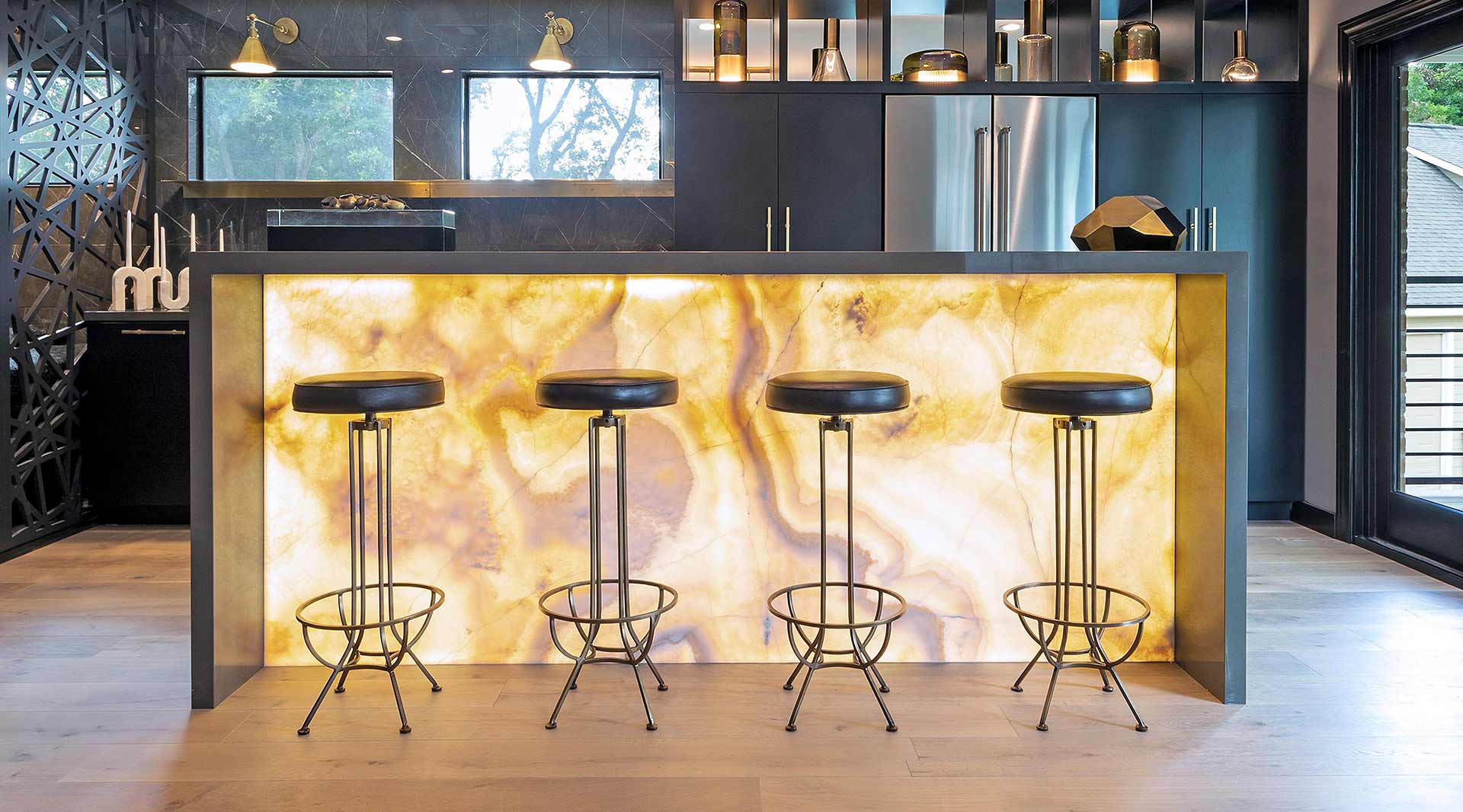 Creative_Countertops_&_More_Designer_Stone_Panal_Onyx_Backlit